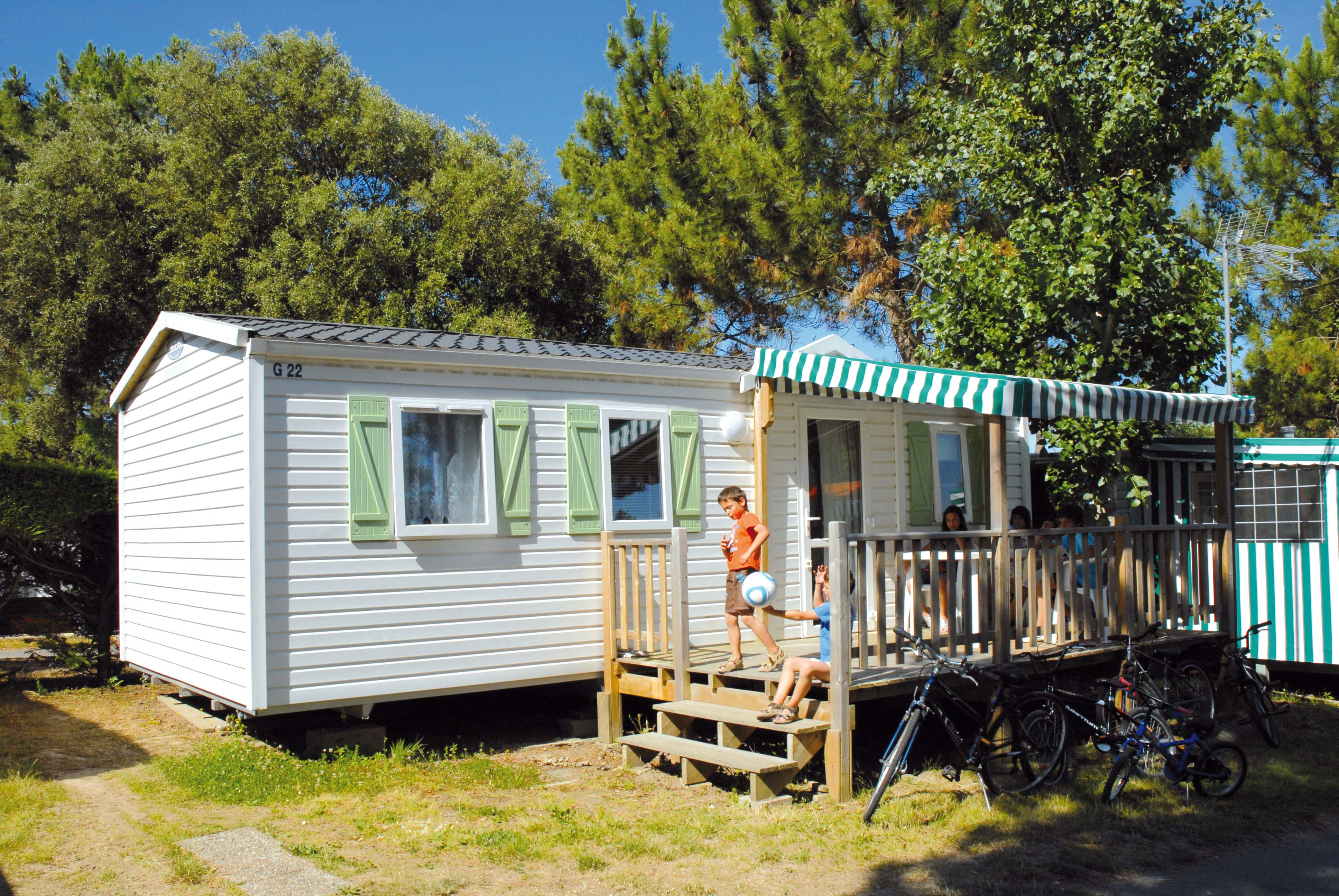 Mobil home loisir 3 chambres 8 personnes 30m camping riez la vie 4 toiles saint - Camping mobil home 4 chambres ...