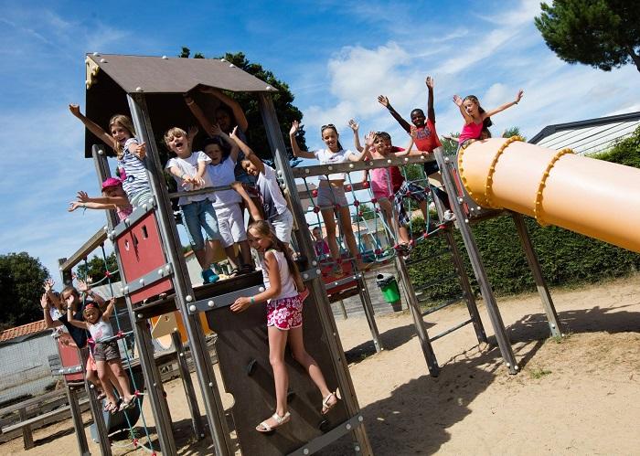 Camping 4 étoiles familial avec jeux enfants